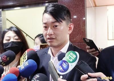 「中國人享健保沒道理」挨轟  陳柏惟霸氣回應網友讚爆!