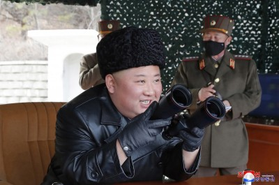 北韓趁各國忙防疫偷射彈 金正恩視察砲兵射擊笑呵呵