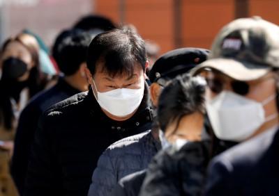 武漢肺炎》協助政府賣口罩卻沒支援 韓國藥局忙到崩潰