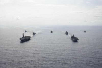 軍情動態》美航母、突擊艦出動 菲律賓海域秀肌肉