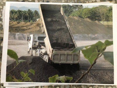 旗山農地遭埋轉爐石 居民:不明粉末及廢棄物一併清除