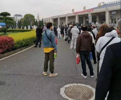 PO武漢市民排隊領骨灰遭刪 中國網民怒轟:只許說別國的不好?