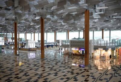 武漢肺炎》傳新加坡樟宜機場將關2航廈 員工4月起放無薪假