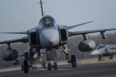 軍情動態》瑞典生產首架雙座獅鷲F戰機 2023交貨巴西