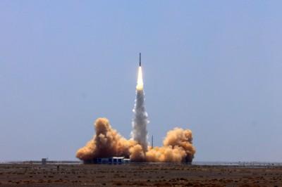 火箭組裝完畢 中國宣布本月擇日發射「武漢號」衛星