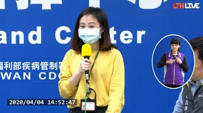 陳時中cue女記者上台唸「客語宣導」 網友大讚:戀愛了