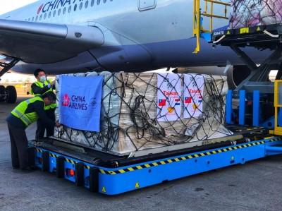 「疫情威脅下的真情」 台灣捐贈歐洲首批口罩運抵荷蘭
