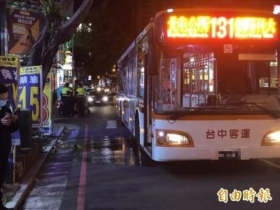 高度差視線死角?女騎士綠燈起步被公車輾過命危搶救中