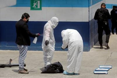 武漢肺炎》美國遣返瓜地馬拉移民班機 爆多人確診
