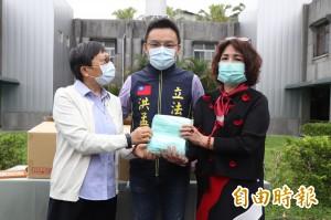 台商回饋鄉里 捐1千個口罩給長輩