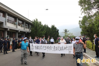 卡管!反對曾文南化聯通管走台3線 居民怒吼抗議
