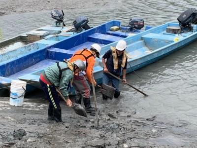 桃市薑母島居民踩淤泥上下船 石門水庫管理中心今「清」出馬路