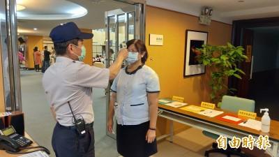 武漢肺炎》南市議會定期會開議 全員戴口罩雙重把關