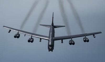 軍情動態》拚服役100年!美B-52轟炸機要換新引擎