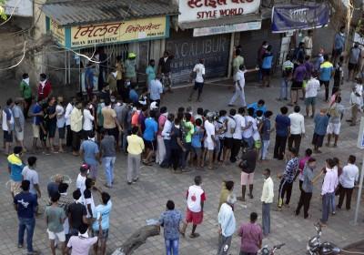 印度買酒人潮不止 政府加徵70%「病毒稅」