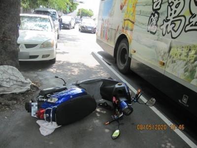 台中公車撞死婦人 司機當場下跪道歉