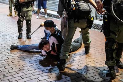 圖輯》港民上街昨至少逾百人被捕 立法會議員送醫