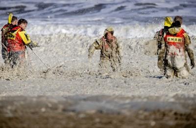 惡劣天候導致泡沫海 荷蘭5名衝浪客溺斃