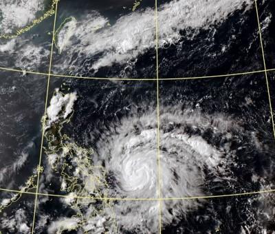 黃蜂最快明轉中颱 氣象局:週六日外圍環流影響東半部