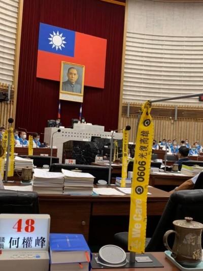 高市議會開議 韓國瑜和滿廳黃絲帶同場