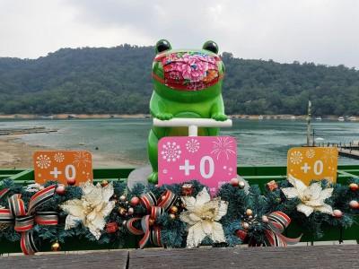慶祝「8樂」零確診 日月潭Q版九蛙上演口罩變裝秀