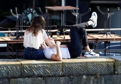疫情大流行封鎖期間 荷蘭政府建議單身人士找性伴侶