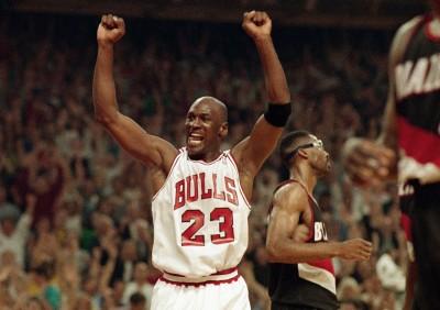 「籃球之神」喬丹的簽名比賽球鞋 以1674萬元天價成交