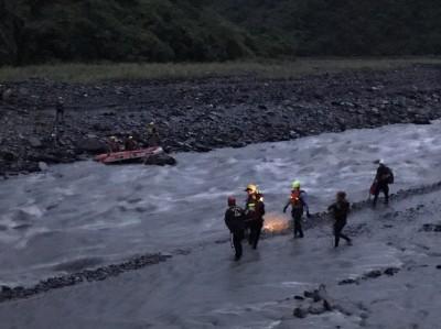 雨炸屏東!霧台溪水暴漲 公所4名檢測人員受困獲救