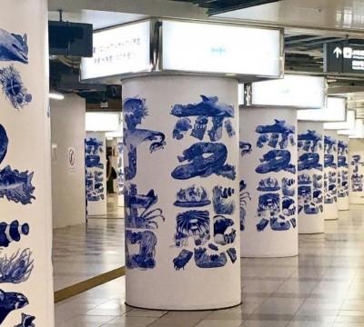 「變態」字樣廣告填滿日本車站!走近一看...驚人真相曝光