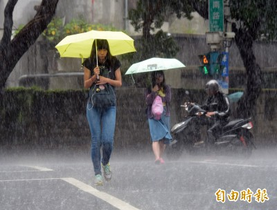 下班注意大雨狂炸!13縣市續發豪雨、大雨特報