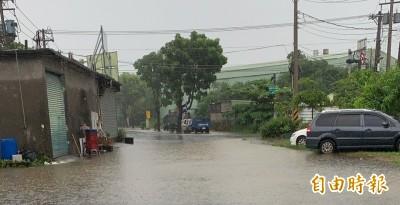 高市風雨增強多區達淹水警戒  部份道路出現積淹水