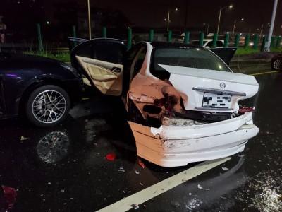 二次車禍!中市兩車碰撞報案待援 第三車追撞駕駛燒成焦屍