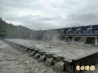 累積雨量破百毫米 集集攔河堰今年首度洩洪