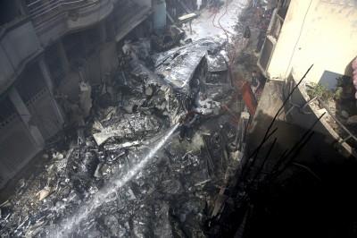 巴基斯坦A320客機墜毀民宅區 至少1人奇蹟生還