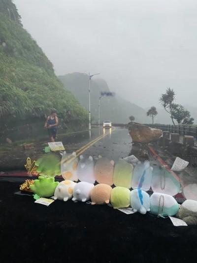 恐怖!連日降雨 基隆湖海路巨石掉落路面