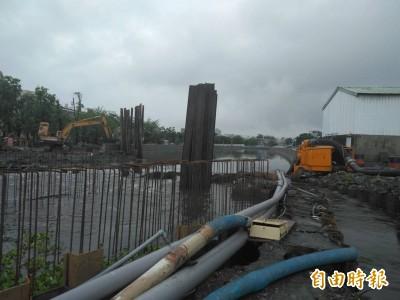 東港第一大排疑施工不當淹沒稻作 上百農民促包商賠償