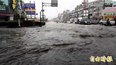 雨彈狂炸高屏 吳德榮:「列車狀回波」釀致災性降雨