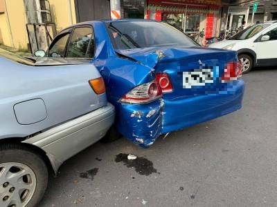 豐客公車駕駛中風 連撞多車現場慘不忍睹