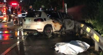 快訊》小客車深夜自撞起火釀3死 1人彈出身亡、2人葬火海