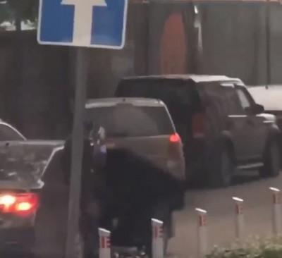 戰鬥民族日常?持半自動步槍沿街駁火 莫斯科爆槍戰