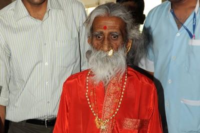 自稱不吃不喝數十年 印度90歲瑜伽奇人去世
