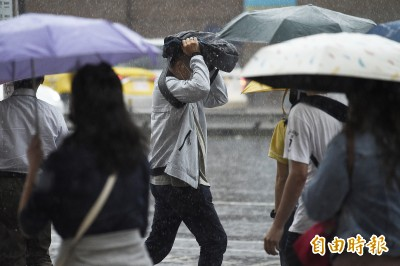 6縣市豪大雨特報 週五起鋒面遠離、雨勢趨緩