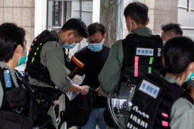 連線香港片》是在戒嚴?防暴警塞滿街頭「東查西查」有疑就抓