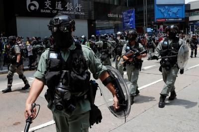 香港民眾上街反「國歌法」 港警射胡椒球彈驅趕(不斷更新)