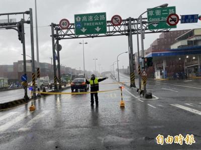 高雄暴雨國道一度封路 韓國瑜赴博愛國小視察災損