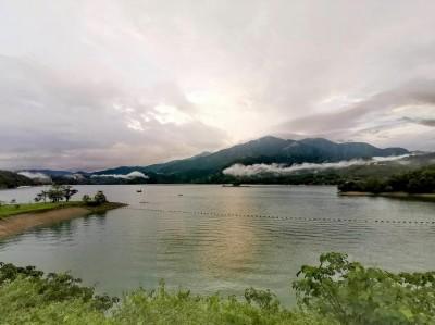 日月潭梅雨雲彩大驚奇 「飛龍、巨龜」嬉遊山水