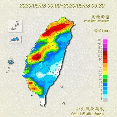 北中南都有!鄭明典:早上有三條雨帶、預期會變換位置