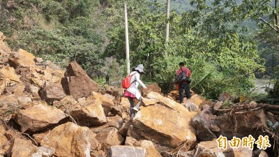 大雨又地震 埔里觀音生態步道邊坡嚴重崩塌