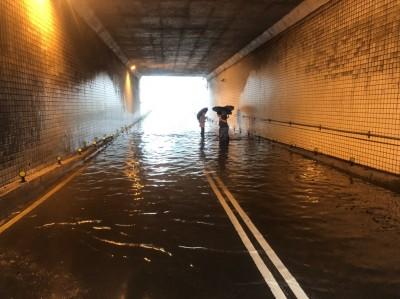 新北雨彈狂炸 新店多處積淹水