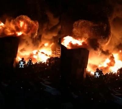 火球沖天!新北回收場晚間大火 延燒2工廠
